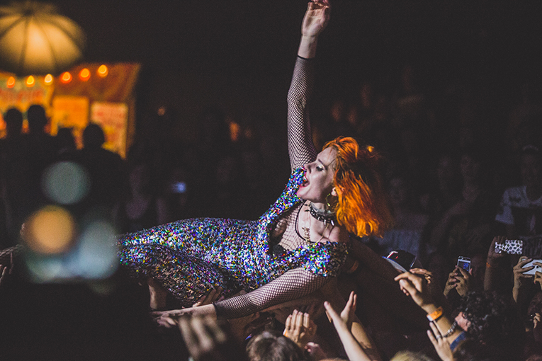 KATE NASH BURGER A GO GO 2015 BY DEBI DEL GRANDE_web